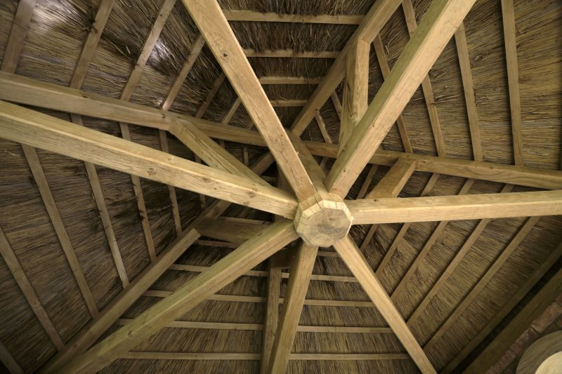 building-construction-using-oak-and-thatch-for-gardens