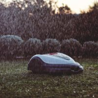 Hiind Miimo robotic lawn mower in the rain