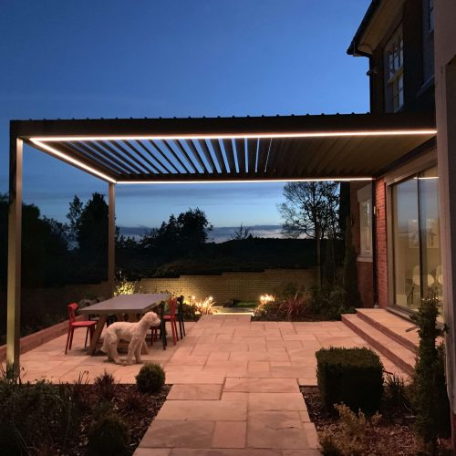 contemporary-pergola-with-aluminium-frame-attached-to-house-pratic